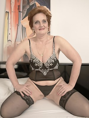 Free Mature on Knees Porn Pictures