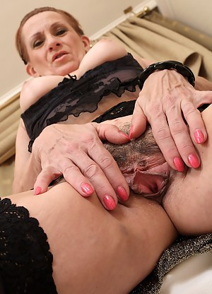Free Mature Beaver Porn Pictures