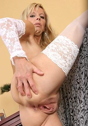 Mature Spread Ass - Free Mature Porn Pics