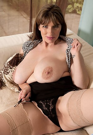 Free Mature Nipples Porn Pictures